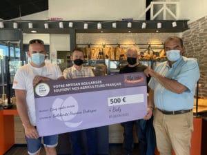 ma Mie Boulangerie à Belz reverse un chèque de 500€ à l'association Solidarité Paysans Bretagne