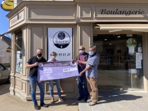 La boulangerie Travers, à Val d'Izé reverse 500€ à Solidarité Paysans Bretagne